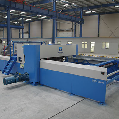 Fully automatic welded wire mesh fence production line