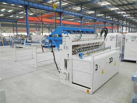 Industrial mesh welding machine